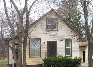 Pre Foreclosure in Elkhart 46514 EDWARDSBURG AVE - Property ID: 1405971143