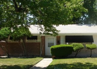Pre Foreclosure in Lansing 60438 BURNHAM AVE - Property ID: 1407637642