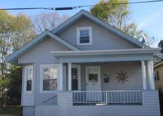 Pre Foreclosure in Fall River 02720 NEWBURY ST - Property ID: 1409119300