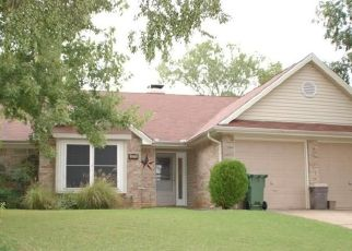 Pre Foreclosure in Arlington 76016 GLEN HOLLOW CIR - Property ID: 1410464766