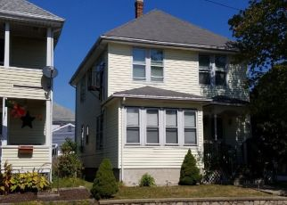 Pre Foreclosure in Pawtucket 02861 BENEFIT ST - Property ID: 1411158514