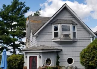 Pre Foreclosure in Tiverton 02878 PIERCE AVE - Property ID: 1411160708