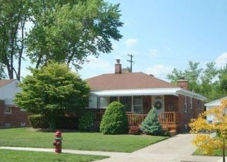 Pre Foreclosure in Royal Oak 48073 E BLOOMFIELD AVE - Property ID: 1412168480