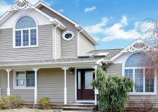 Pre Foreclosure in Lindenhurst 11757 W LIDO PROMENADE - Property ID: 1412400155
