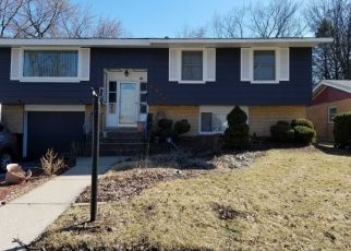 Pre Foreclosure in Hazel Crest 60429 WOODWORTH PL - Property ID: 1413539336