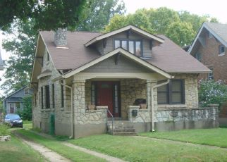 Pre Foreclosure in Louisville 40207 OXFORD PL - Property ID: 1413772337