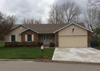 Pre Foreclosure in Mount Vernon 62864 HYDE PARK - Property ID: 1413817449