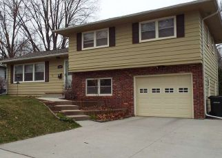 Pre Foreclosure in Waterloo 50702 HIGHVIEW AVE - Property ID: 1414030303