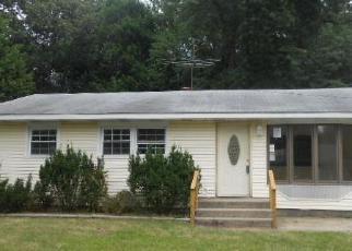 Pre Foreclosure in Michigan City 46360 WHITE OAK DR - Property ID: 1414227840