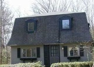 Pre Foreclosure in Canton 06019 LAWTON RD - Property ID: 1414575589
