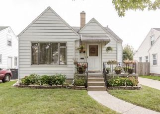 Pre Foreclosure in Toledo 43612 CLOVERDALE RD - Property ID: 1418602312
