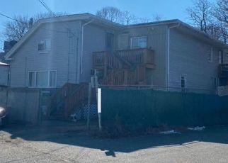 Pre Foreclosure in Peabody 01960 OAK ST - Property ID: 1426497226