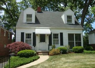 Pre Foreclosure in Toledo 43613 WOODMONT RD - Property ID: 1427368364
