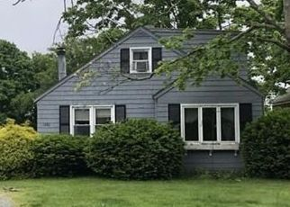 Pre Foreclosure in Swansea 02777 GARDNERS NECK RD - Property ID: 1432099356