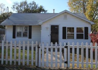 Pre Foreclosure in Mattoon 61938 N 4TH ST - Property ID: 1432367849