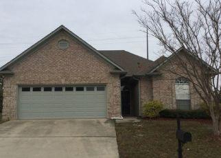 Pre Foreclosure in Calera 35040 DAVENTRY TRL - Property ID: 1435088535