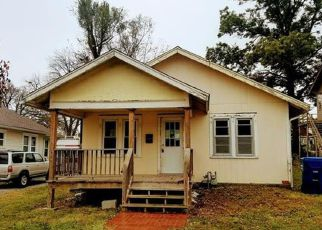 Pre Foreclosure in Osawatomie 66064 PARKER AVE - Property ID: 1441800937