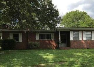 Pre Foreclosure in Fairfield 35064 GLEN OAK DR - Property ID: 1442141221