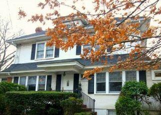 Pre Foreclosure in Malverne 11565 MALDON ST - Property ID: 1453850461
