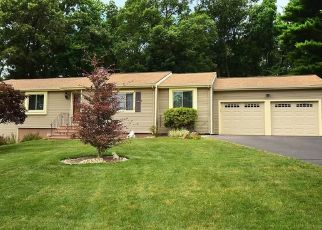 Pre Foreclosure in Manchester 06040 BOBBY LN - Property ID: 1455524397