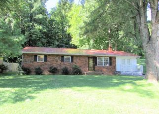 Pre Foreclosure in Elizabethton 37643 PARKWAY BLVD - Property ID: 1457170749