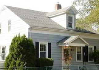 Pre Foreclosure in New Bedford 02746 SUTTON ST - Property ID: 1459214325