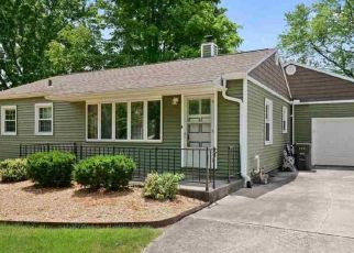 Pre Foreclosure in Fort Wayne 46815 FOREST AVE - Property ID: 1459671579