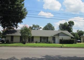 Pre Foreclosure in Memphis 38115 KIRBY PKWY - Property ID: 1461840874