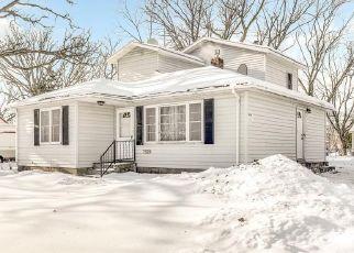 Pre Foreclosure in Minneapolis 55432 VAN BUREN ST NE - Property ID: 1464937785