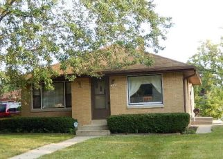 Pre Foreclosure in Milwaukee 53225 W VILLARD AVE - Property ID: 1464950923