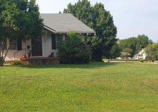 Pre Foreclosure in Pawhuska 74056 E 18TH ST - Property ID: 1467625176