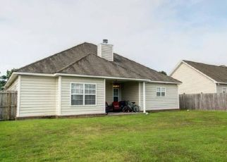 Pre Foreclosure in North Charleston 29418 FAYETTEVILLE RD - Property ID: 1469733593