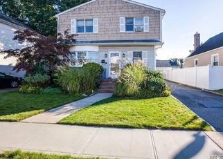 Pre Foreclosure in Franklin Square 11010 RIBBON ST - Property ID: 1470368658