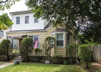 Pre Foreclosure in Hicksville 11801 HALSEY AVE - Property ID: 1470390106