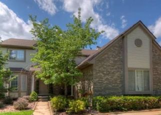 Pre Foreclosure in Whitmore Lake 48189 TURNBERRY DR - Property ID: 1470883265