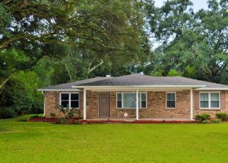 Pre Foreclosure in Baker 70714 COLFAX DR - Property ID: 1471227968
