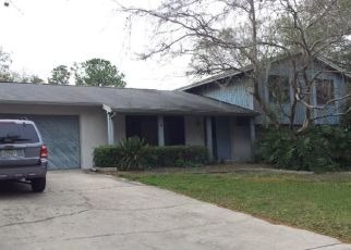 Pre Foreclosure in Tampa 33617 JENNIFER DR - Property ID: 1472257190