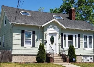 Pre Foreclosure in Pawtucket 02860 GROSVENOR AVE - Property ID: 1475837192
