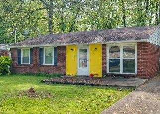 Pre Foreclosure in Louisville 40218 RIDGECREST RD - Property ID: 1478601693