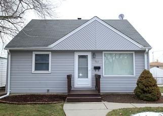 Pre Foreclosure in Milwaukee 53222 W MELVINA ST - Property ID: 1480918571
