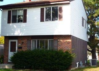 Pre Foreclosure in Milwaukee 53218 W BOBOLINK PL - Property ID: 1480937398