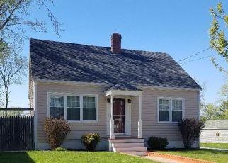 Pre Foreclosure in Portland 04103 ALLEN AVE - Property ID: 1481359163