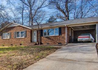 Pre Foreclosure in Greensboro 27406 RAVENDALE DR - Property ID: 1482640689