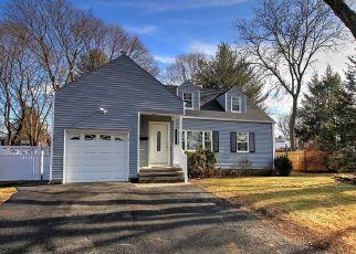Pre Foreclosure in Bridgeport 06610 HOOKER RD - Property ID: 1484129353