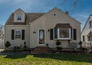 Pre Foreclosure in Lindenhurst 11757 S BROADWAY - Property ID: 1490206239