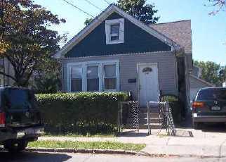 Pre Foreclosure in Westbury 11590 SHERMAN ST - Property ID: 1492620356