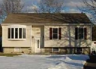 Pre Foreclosure in Patchogue 11772 N DUNTON AVE - Property ID: 1492838469