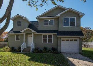 Pre Foreclosure in East Islip 11730 HECKSCHER SPUR DR - Property ID: 1492915108