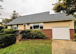 Pre Foreclosure in Lindenhurst 11757 SPRUCE ST - Property ID: 1495861813