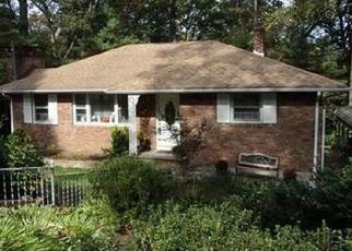 Pre Foreclosure in Bloomingdale 07403 OVERLOOK RD - Property ID: 1497212969
